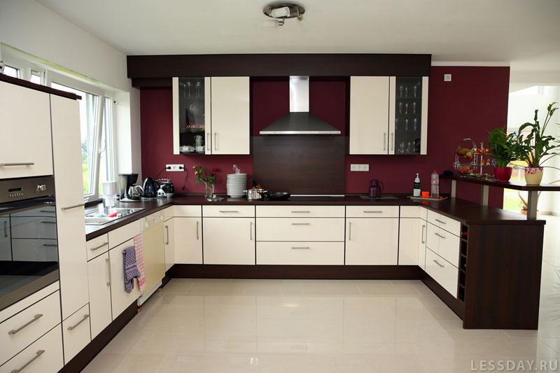 трехцветный интерьер кухни