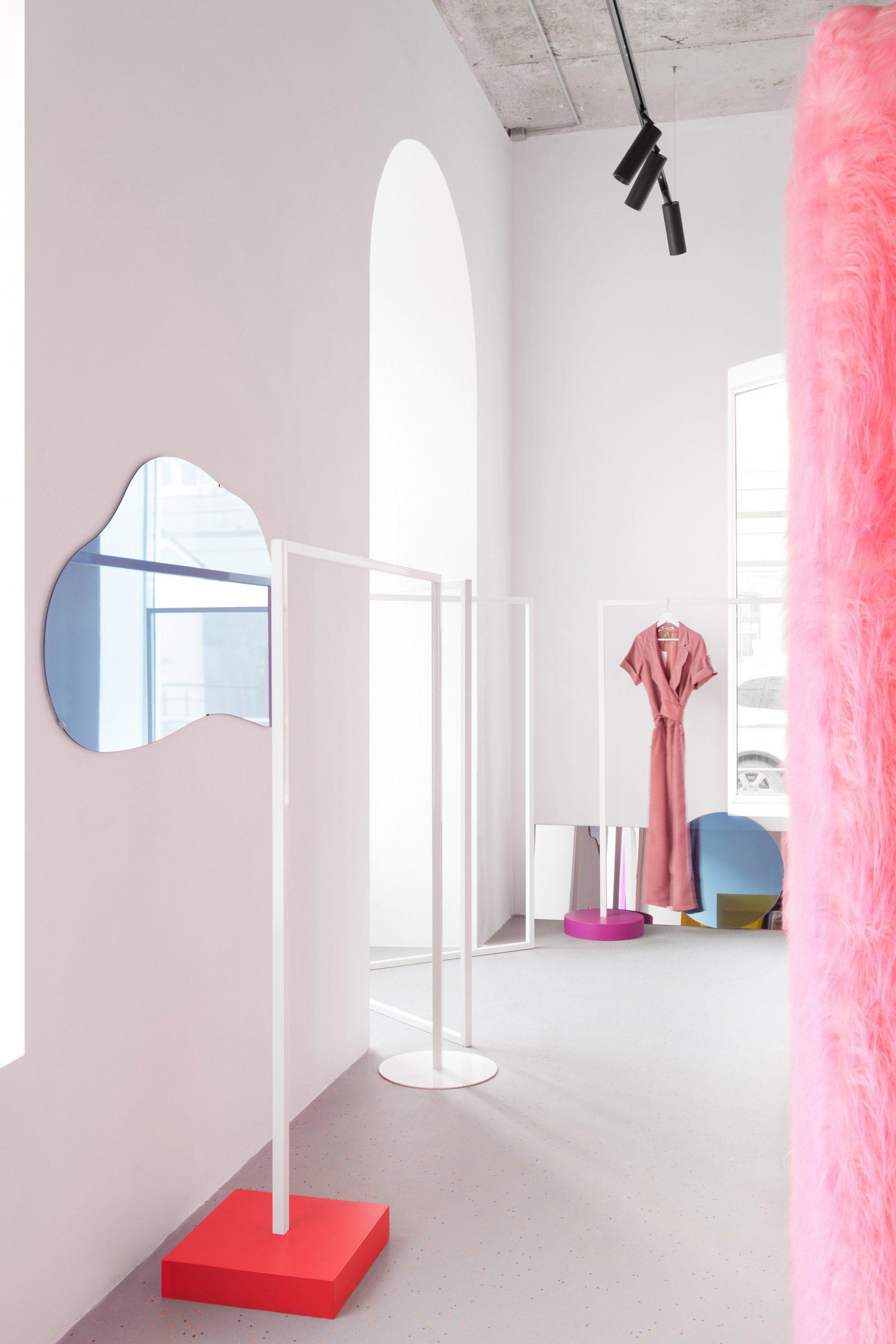пушистые розовые стены